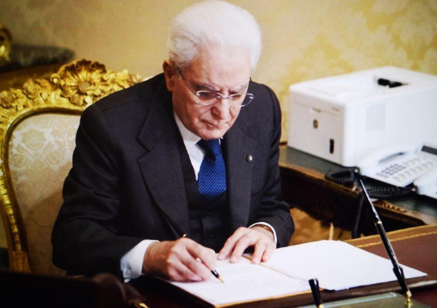 Il Presidente Mattarella firma il decreto Rilancio
