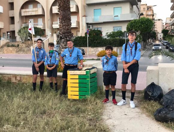 La squadriglia Scoiattoli del reparto Poseidone del Gruppo Scout AGESCI Marsala 2, migliora il verde pubblico presente nel centro storico della nostra Città.