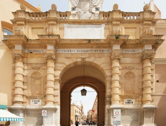 PORTA GARIBALDI. Porta di Mare. Quell'iscrizione sopra Porta Garibaldi
