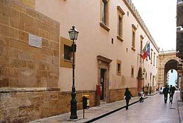 Ed ecco il Quartiere Militare Spagnolo sede dei pubblici Uffici del Comune di Marsala