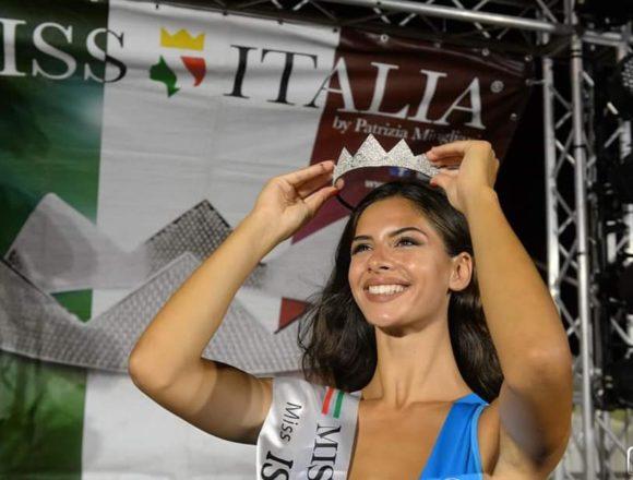 """La prima Miss """"Isola del Sole"""" è la marsalese Sofia Fici. Proseguono gli appuntamenti a Mazara Food Fest: il 13 agosto in scena il duo comico Toti e Totino"""