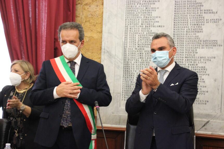 Si è insediato il nuovo Consiglio comunale di Marsala. Enzo Sturiano rieletto presidente dell'Assise di Sala delle Lapidi. Giuramento per il sindaco Massimo Grillo