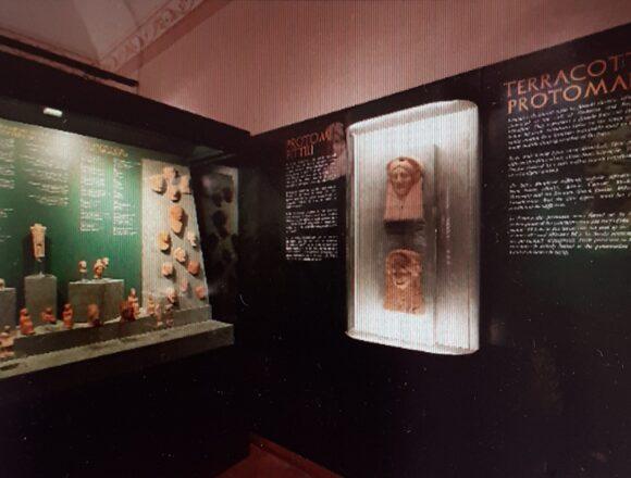 Sicilia,inaugurato il M.A.FRA, il nuovo museo archeologico di Frincavalle di Sicilia. Una casa per Demetra a Kore. Un museo intuitivo pensato per un pubblico plurale, fatto da adulti e bambini. Per tutti la Sala immersiva con animazioni e ricostruzioni 3D