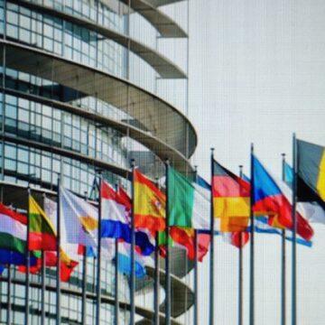 L'UE deve regolamentare le piattaforme online