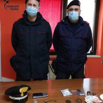 Trapani. Spaccia mentre si trova agli arresti domiciliari: i Carabinieri arrestano un 30enne
