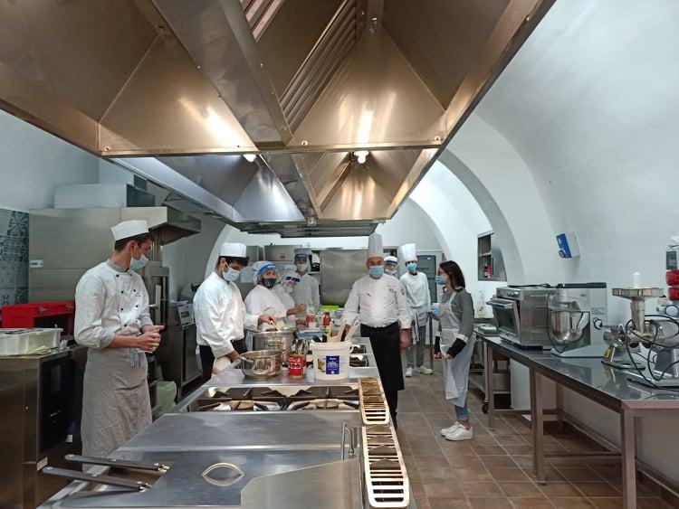 """Tre classi dell'Istituto Alberghiero """"Florio"""" di Erice  accedono alla Finalissima del Concorso Nazionale Cooking Quiz, giunto alla 5^ edizione."""