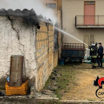 Vasto incendio in un deposito a Partanna, intervengono Carabinieri e Vigili del Fuoco