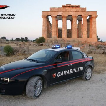 Castelvetrano. In auto con coltelli e cocaina: i Carabinieri denunciano 2 persone