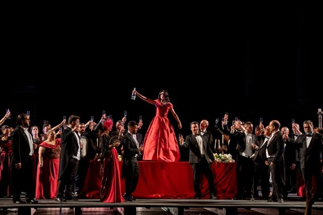 L'Opera torna al pubblico: successo per La Traviata del Sicilia Classica Festival al Teatro antico di Taormina. Il 31 agosto la replica