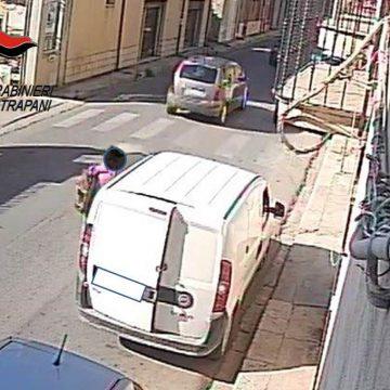 Castelvetrano: in pochi istanti ruba un furgone. Denunciato dai Carabinieri