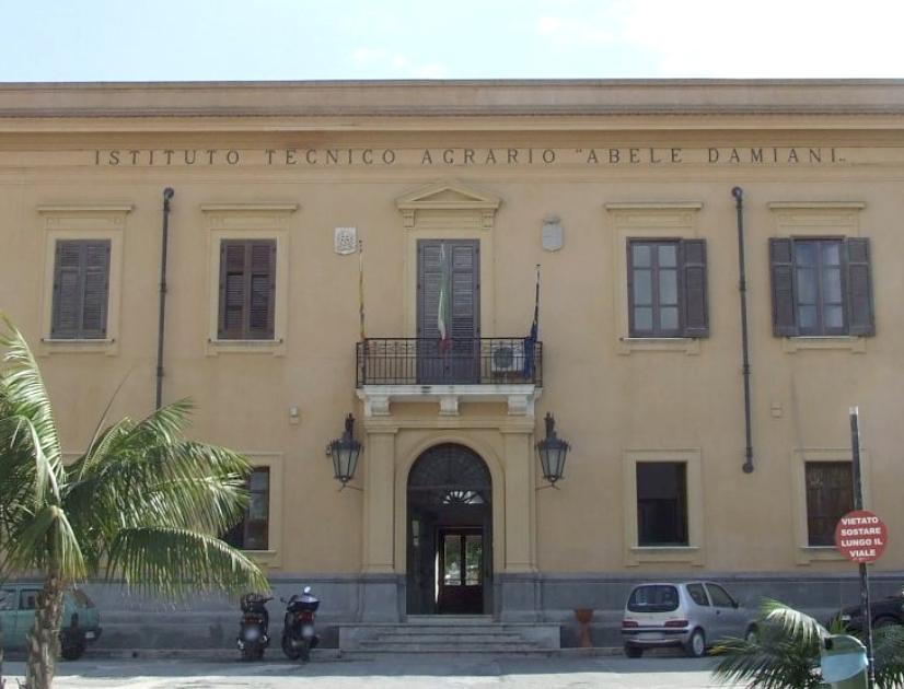 """Istituto """"Abele Damiani"""" di Marsala: Criticità e chiarimenti del Dirigente Scolastico"""